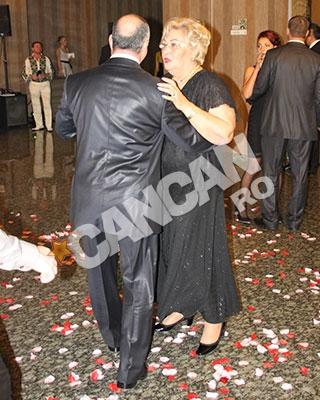 Eleganta, Marioara nu ii refuza pe iesenii care o invita la dans