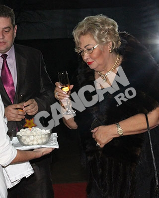 Marioara Zavoranu, primita cu sampanie si bomboane, ca toti invitatii