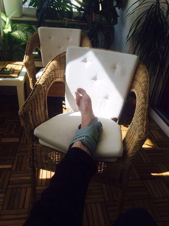 Mihai Albu si-a scrantit piciorul..uitandu-se dupa femei