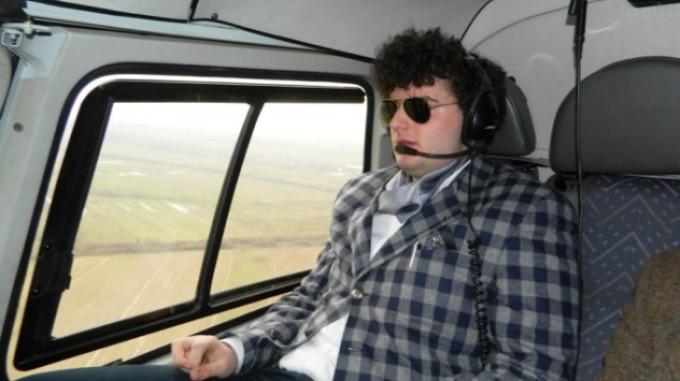 Juniorul milionarului Micula este pasionat de masini scumpe si de elicoptere