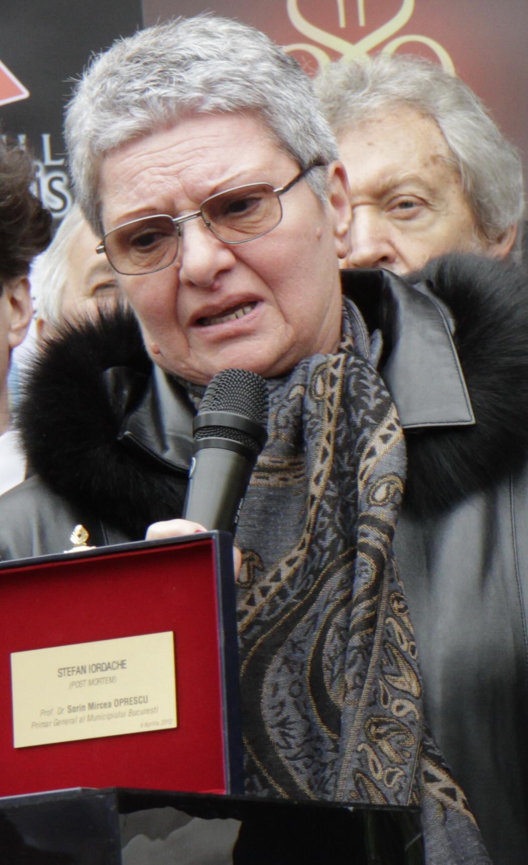 Sora actorului, Ileana, s-a luptat ca, dupa moartea maestrului, numele Stefan Iordache sa nu fie uitat