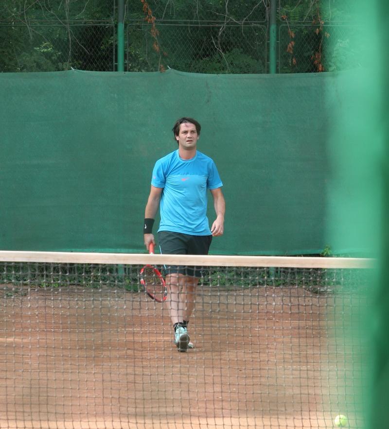 Chivu a transpirat pe terenul de tenis