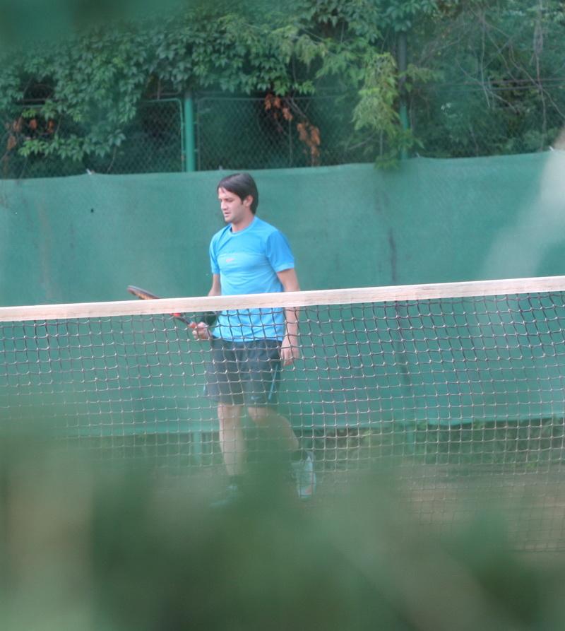 Chivu a renuntat la fotbal si isi mentine forma fizica pe terenul de tenis