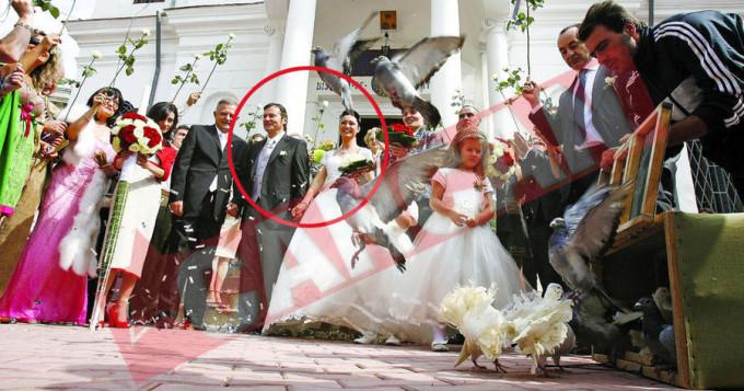 Tatal lui Alin, afaceristul Adrian Petrache (medalion), a trecut si el prin mai multe casnicii, ultima data cand a ajuns in fata altarului fiind in 2011