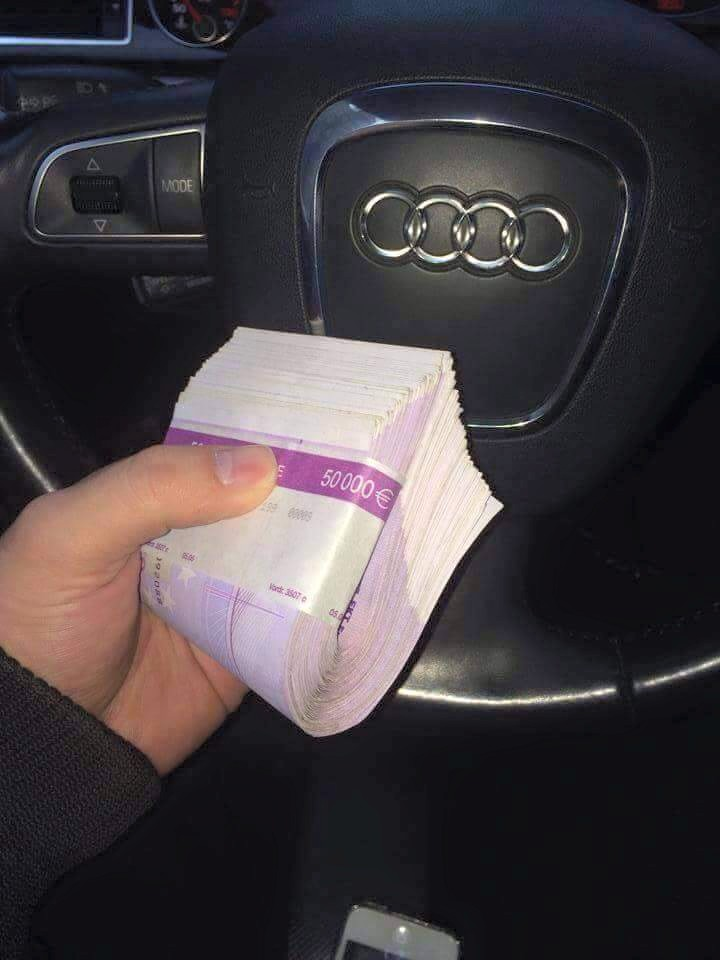 Adrian Corduneanu s-a laudat pe Facebook cu banii pe care i-a facut