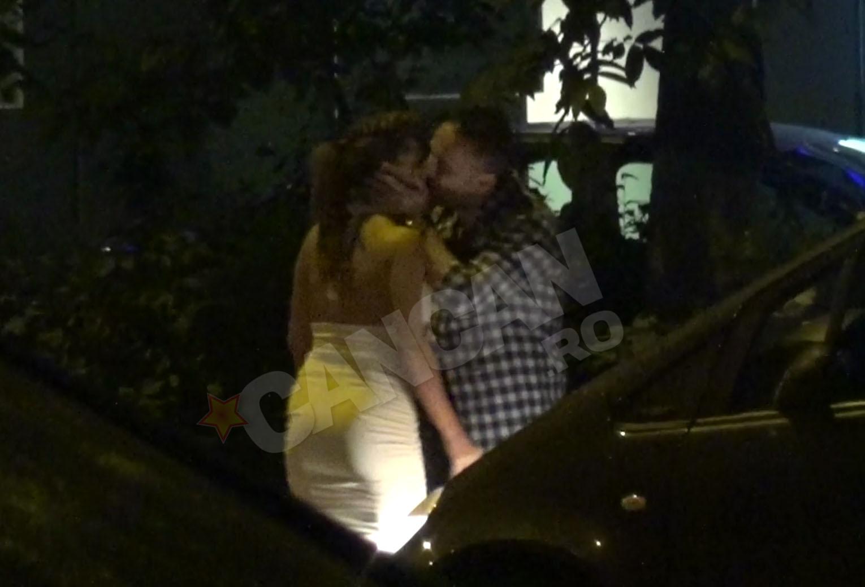 Elena si Aliuta au fost pozati in timp ce se sarutau