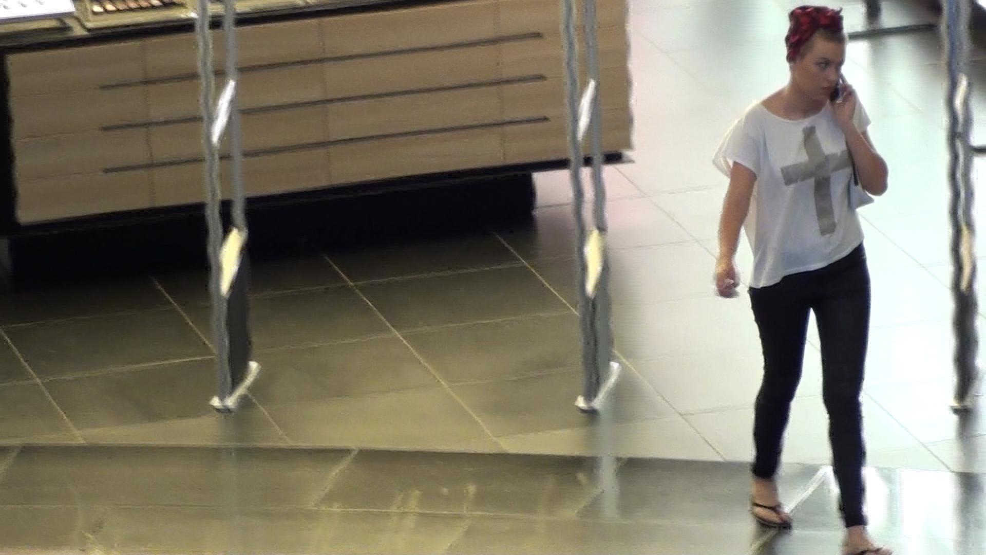 Cat timp s-a plimbat prin mall, Misha nu s-a despartit de telefonul mobil