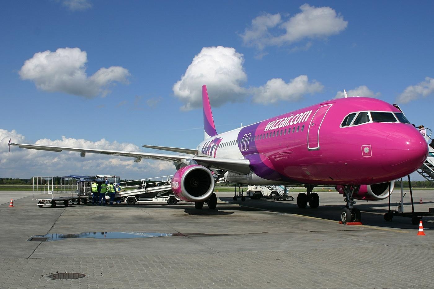 Compania aeriana Wizz Air se confrunta permanent cu un val de plangeri la Protectia Consumatorului, cei mai multi dintre pasagerii romani reclamand anularea zborurilor, intarzierile la decolari si aterizari, dar si reclama mincinoasa