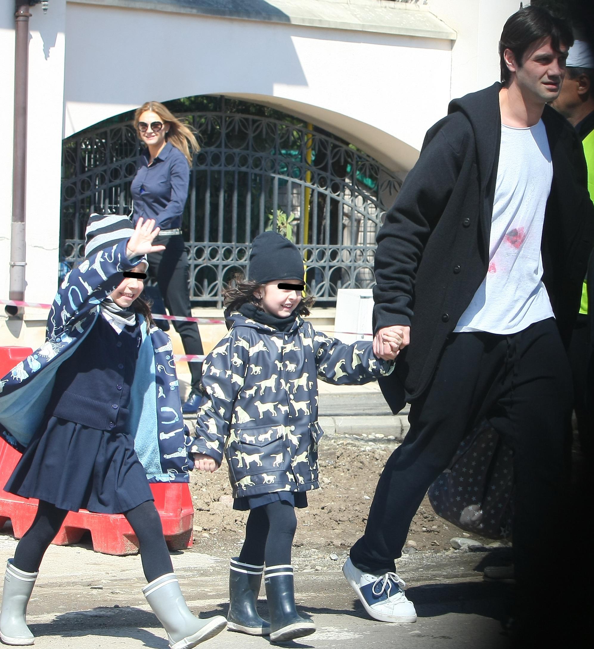 Natalia si Anastasia au fost foarte bucuroase cand si-au vazut tatal