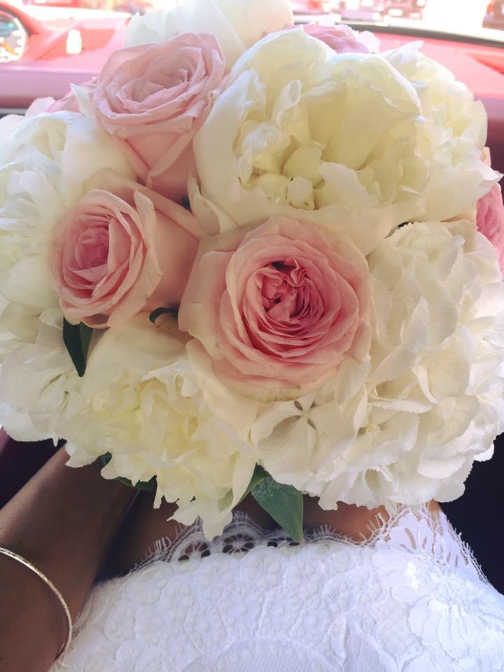 Buchetul de flori al prezentatoarei de la nunta.
