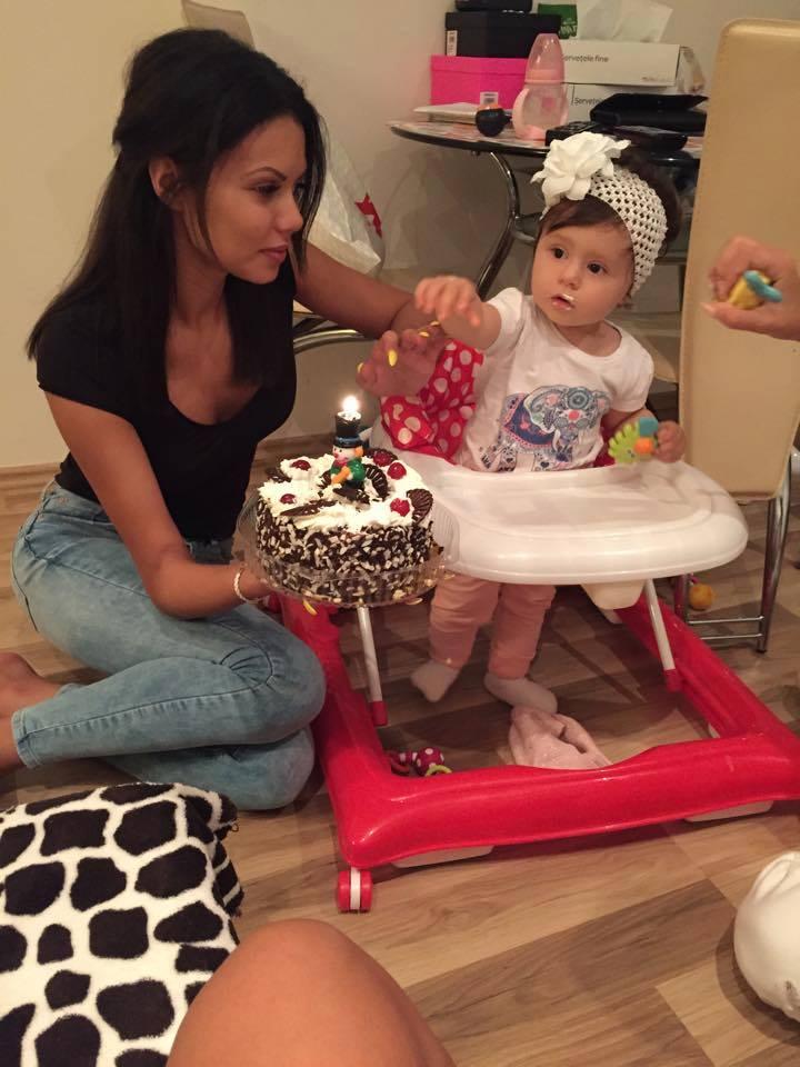 Beyonce de Romania si fetita ei, Anais