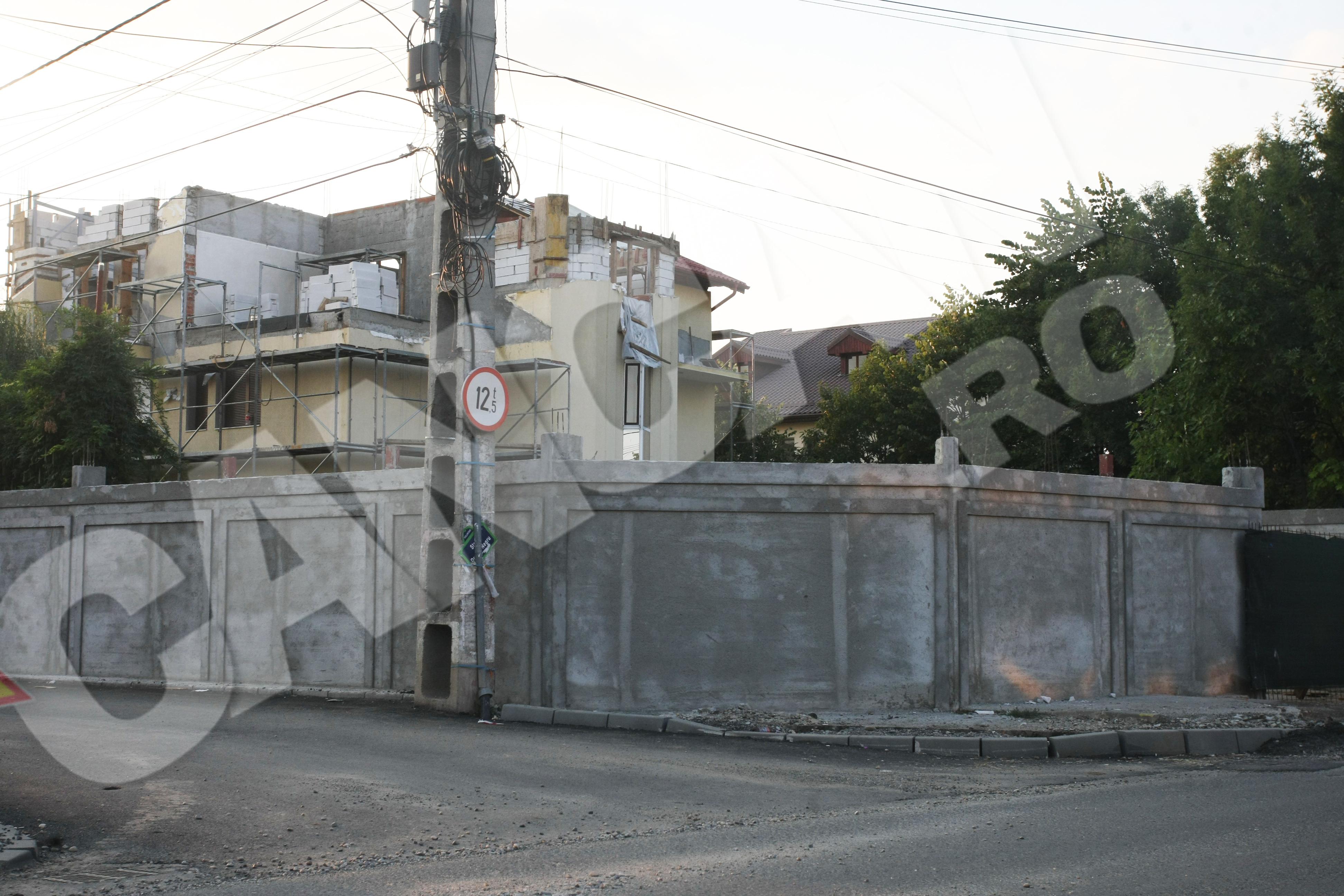 Geambazi isi face vila in Pipera