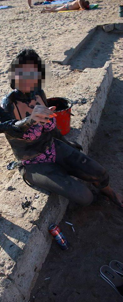 Fosta sotie a lui Silviu Prigoana inconjurata de chistoace de tigari si cutii de bere