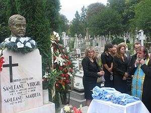 La mormantul lui Virgil Sahleanu