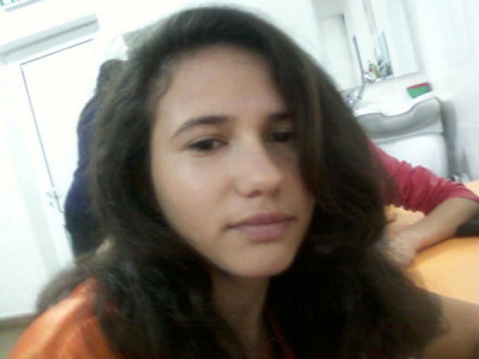 Raluca, tanara care sustine ca a fost violata de 7 tineri