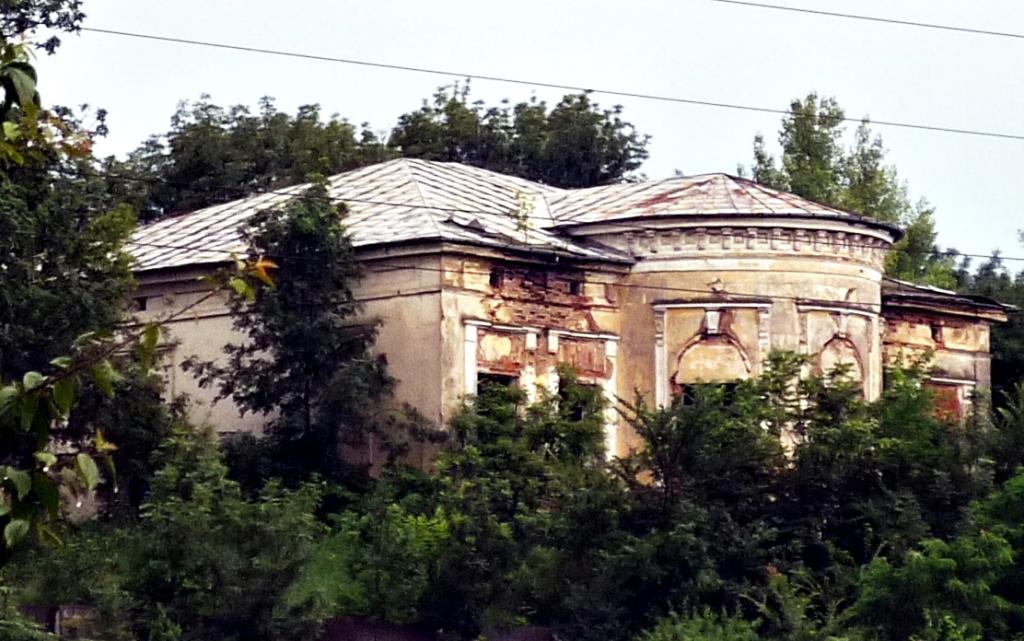 Calaul Gavril Buzatu a locuit in conacul boierului Alexandru Moruzzi, casa despre care iesenii cred azi ca e bantuita