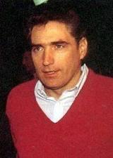 Petre Roman, in celebrul pulover rosu de la Revolutie