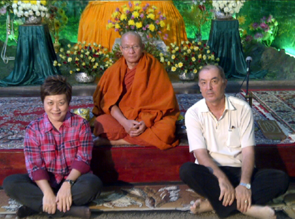 Leonida Nedelcu (dreapta) si impresara care l-a dus in Myanmar