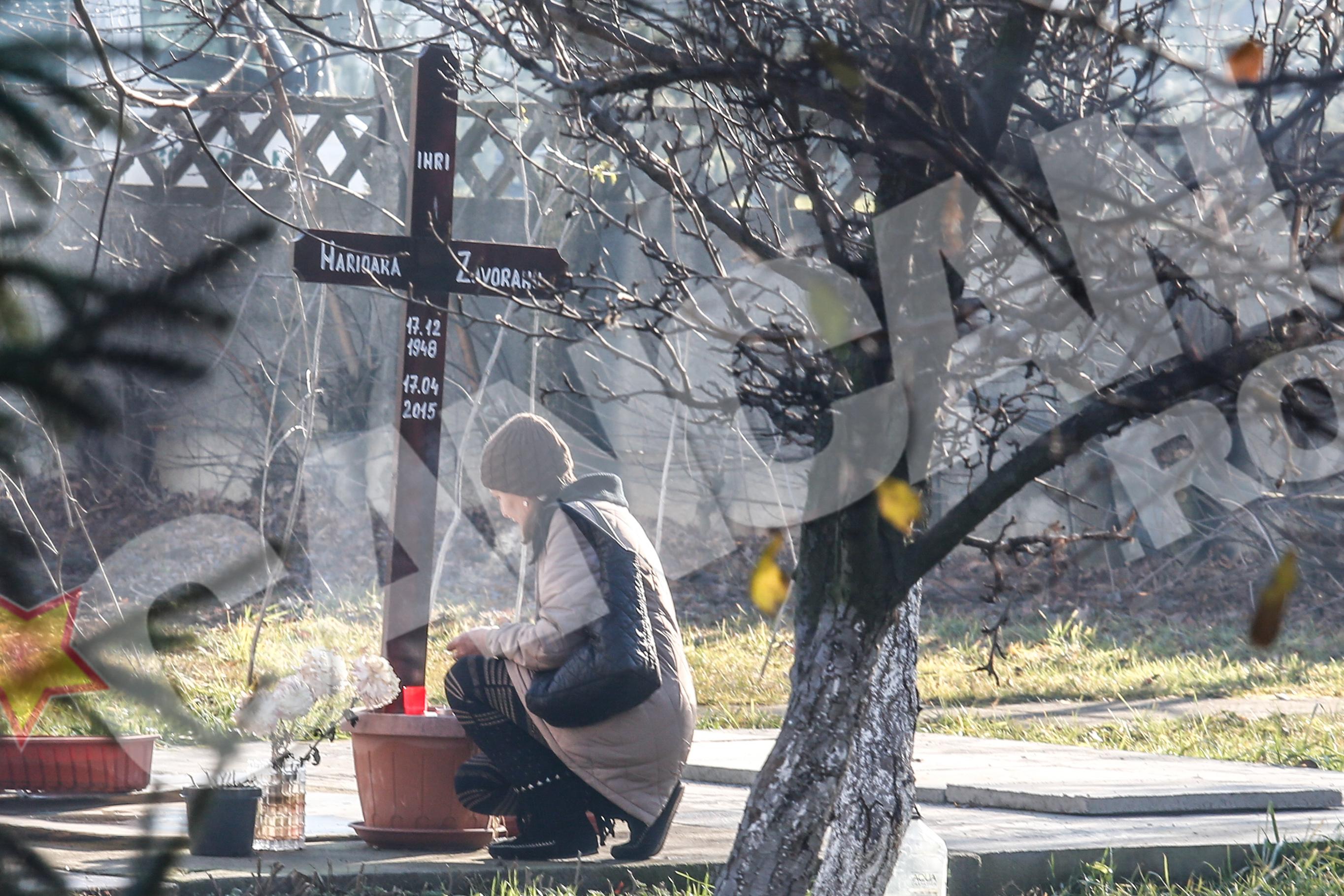 O straina a mers la cimitir la Marioara si a aprins o lumanare
