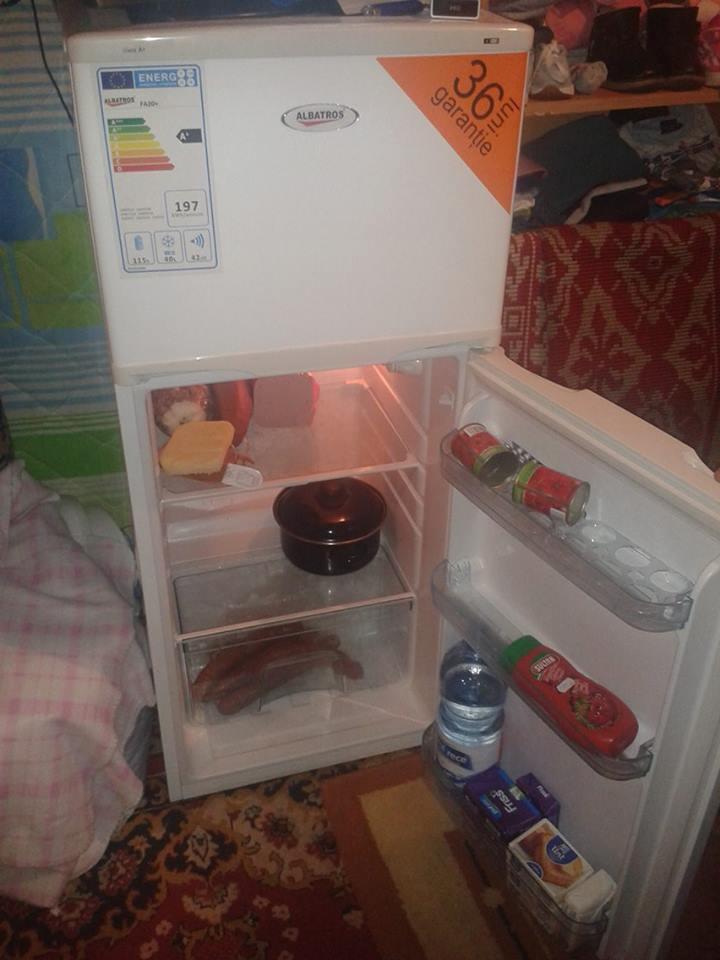 Cu ajutorul Lorei, cei patru au frigider si nu isi mai fac griji ca se strica mancarea