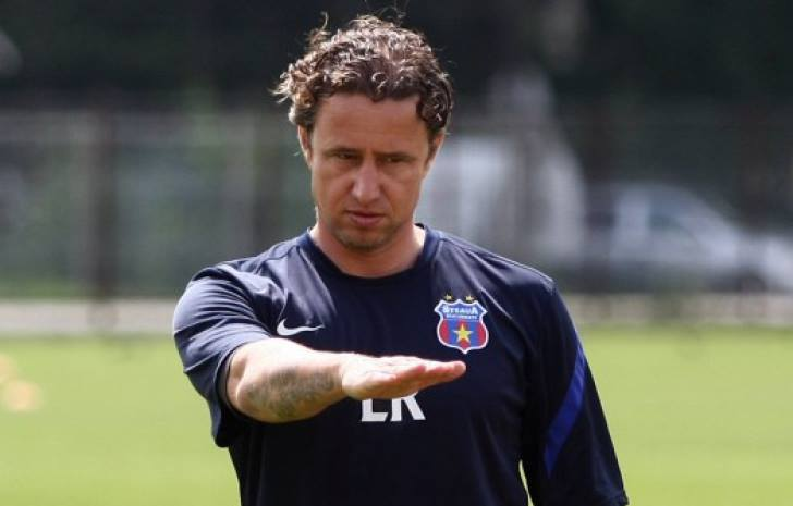 Reghe se numara printre cei mai buni fosti fotbalisti , dar si actuali antrenori din Romania