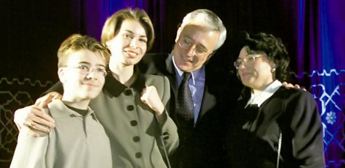 Elena Isarescu alaturi de sot si de cei doi copii