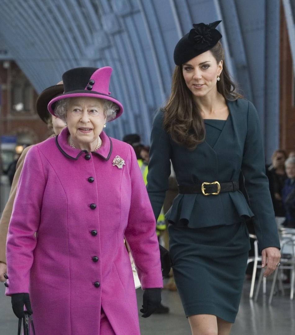 Kate Middleton si Regina Elisabeta a II-a, impreuna si in 2015, la Jubileul Reginei.