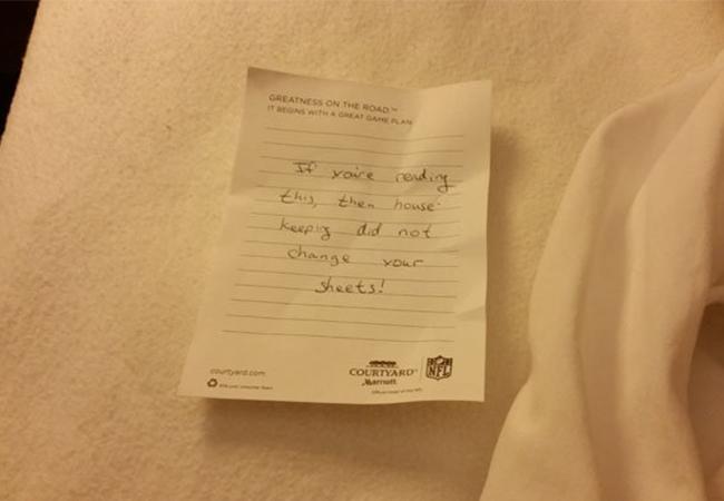 Biletul halucinant dintr-o cameră de hotel.