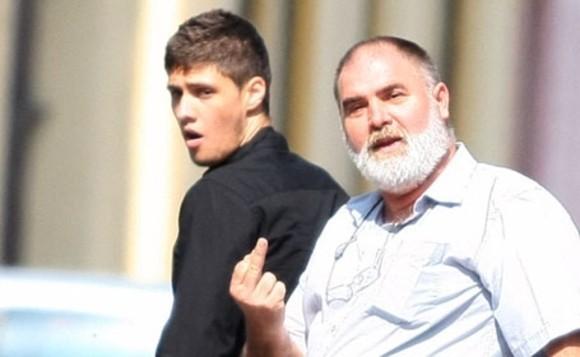 Tatăl şi-a apărat fiul pe tot parcursul procesului, în toate modurile posibile