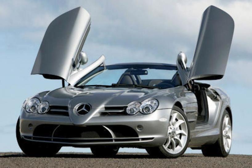 Milionarul nu apreciază doar confortul la o maşină scumpă, ci şi aspectul exterior, lucru lesne de observat la acest Mercedes cu care a făcut furori în Saint Tropez.