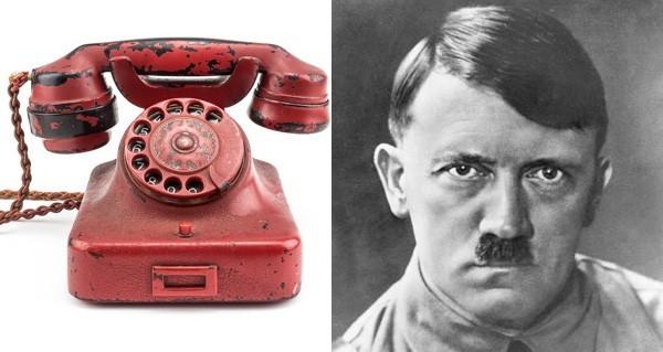 Aşa arată telefonul care a fost vândut cu 243.000 de dolari.