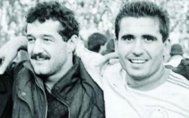 Gigi Becali şi Gică Hagi într-o fotografie de colecţie realizată înainte de Revoluţie