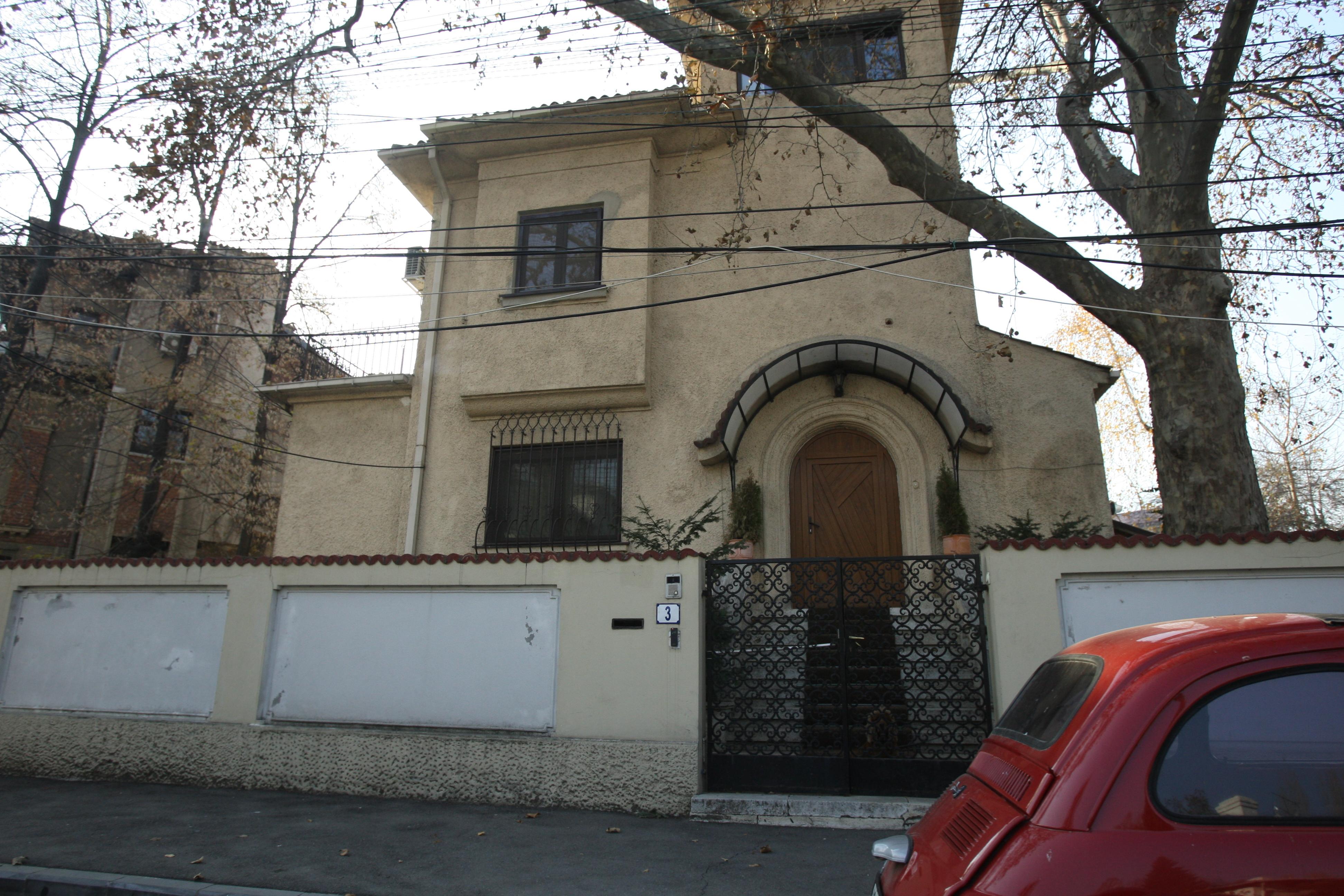 Aceasta este vila din care RA-APPS i-a evacuat pe soţii Geoană, dar pe care Virgil Călina a răscumpărat-o la licitaţie pentru prietenul său bun