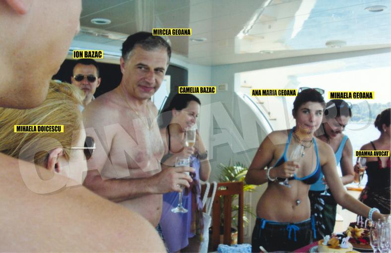 Soţii Bazac, Ion şi Camelia (în plan secund), pozaţi pe iaht la Monaco, în vara lui 2008, în anturajul bunului prieten de familie Mircea Geoană. Pe atunci, mariajul soţilor Bazac părea indestructibil...