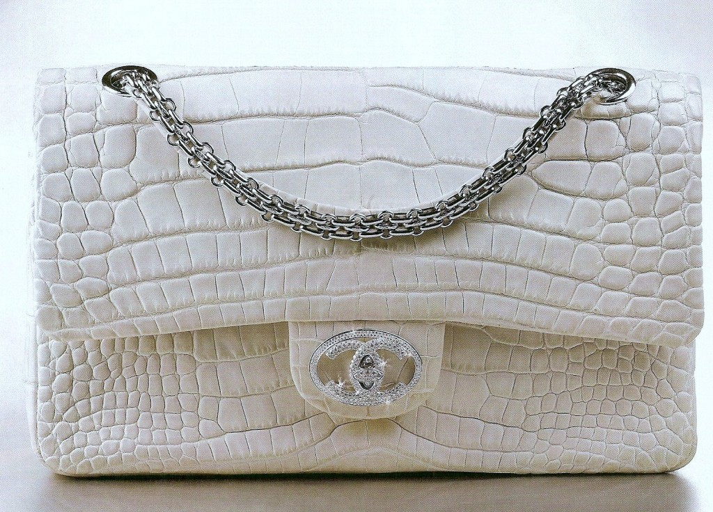 """#3 Chanel """"Diamond Forever"""" Handbag – 261.000 de dolari"""