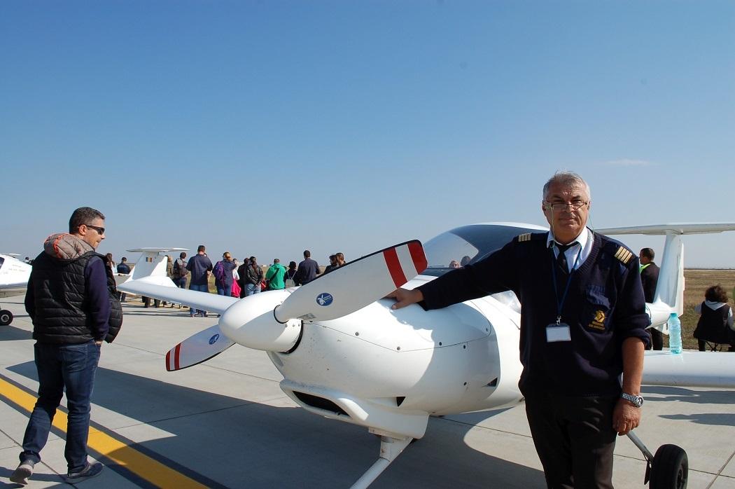 Mugurel Toma este profesor la Şcoala de Pilotaj Tuzla
