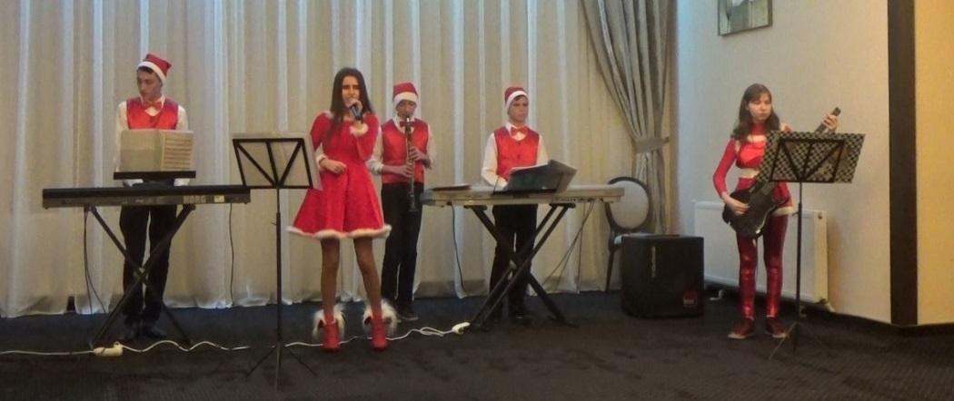 Trupa lui Moş Crăciun, gata de concert
