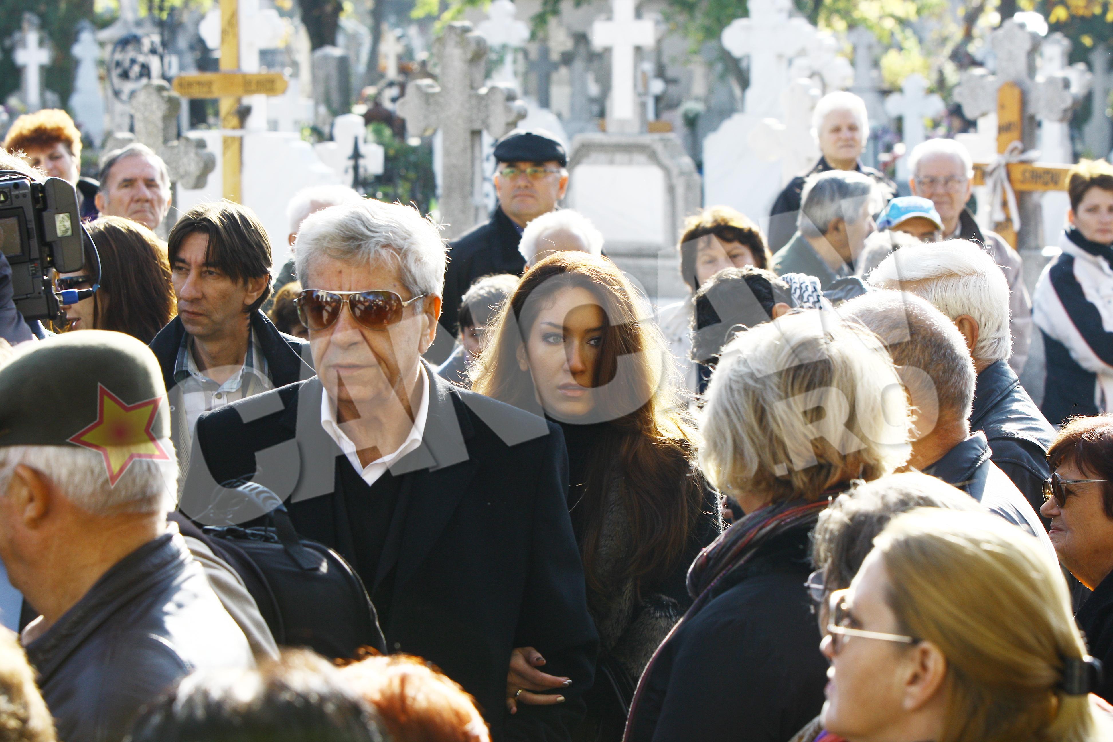 Ion Dichiseanu a venit la ceremonie insotit de fiica lui, Ioana, care i-a fost sprijin in aceste momente grele