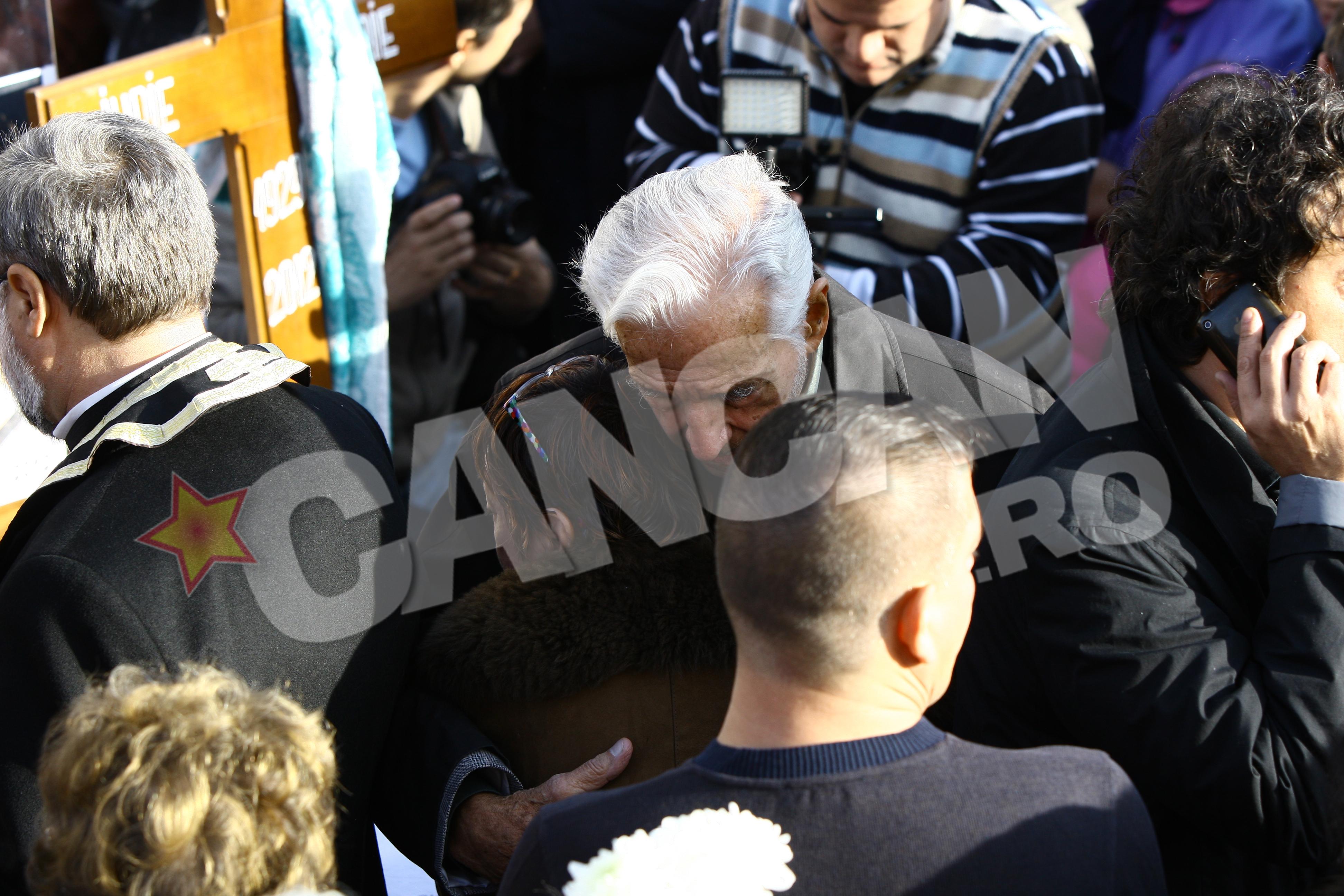 Coplesita de durere, Anca Pandrea a cautat alinare in bratele regizorului Sergiu Nicolaescu