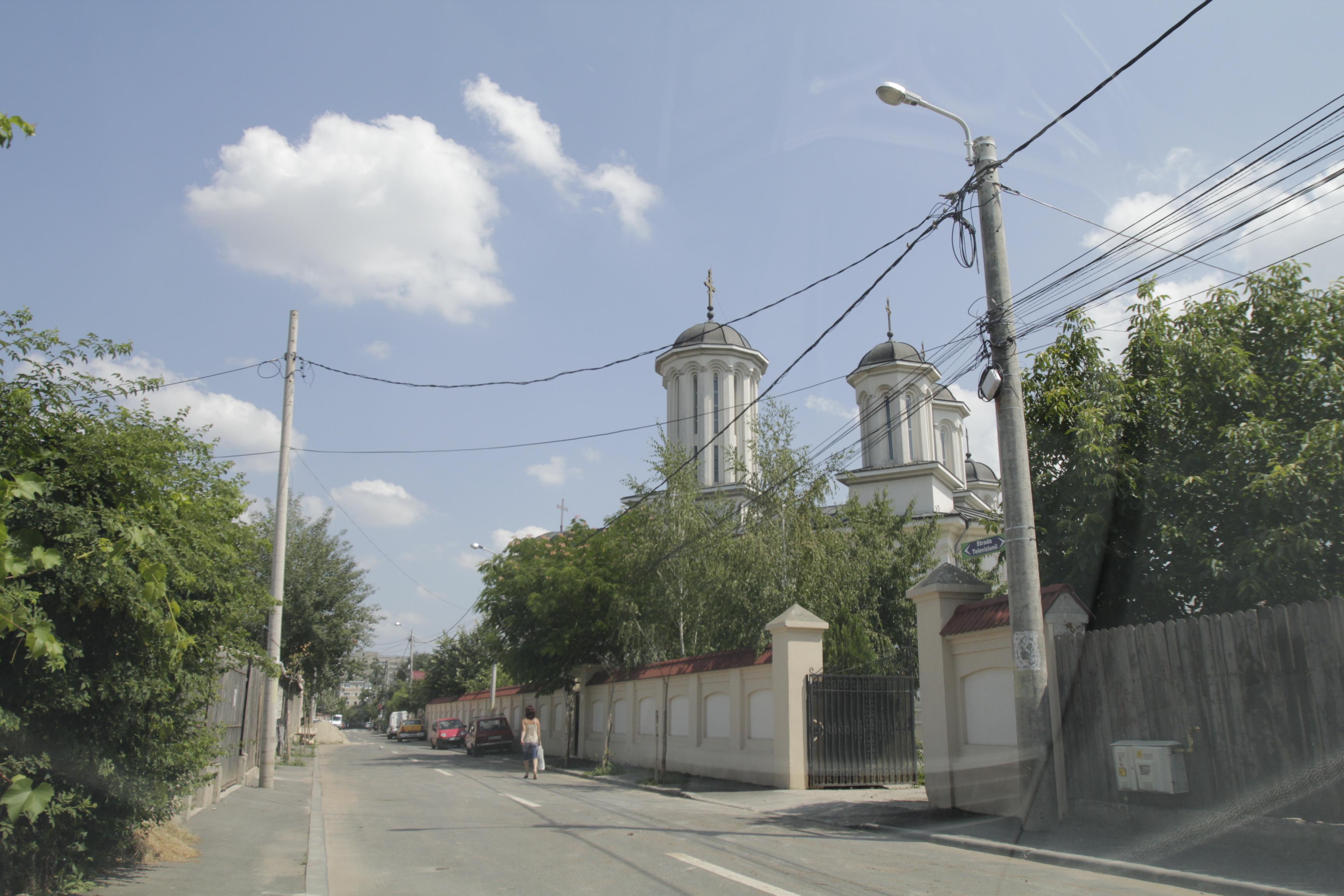 Manastirea la care s-a retras fostul component al trupei Iris