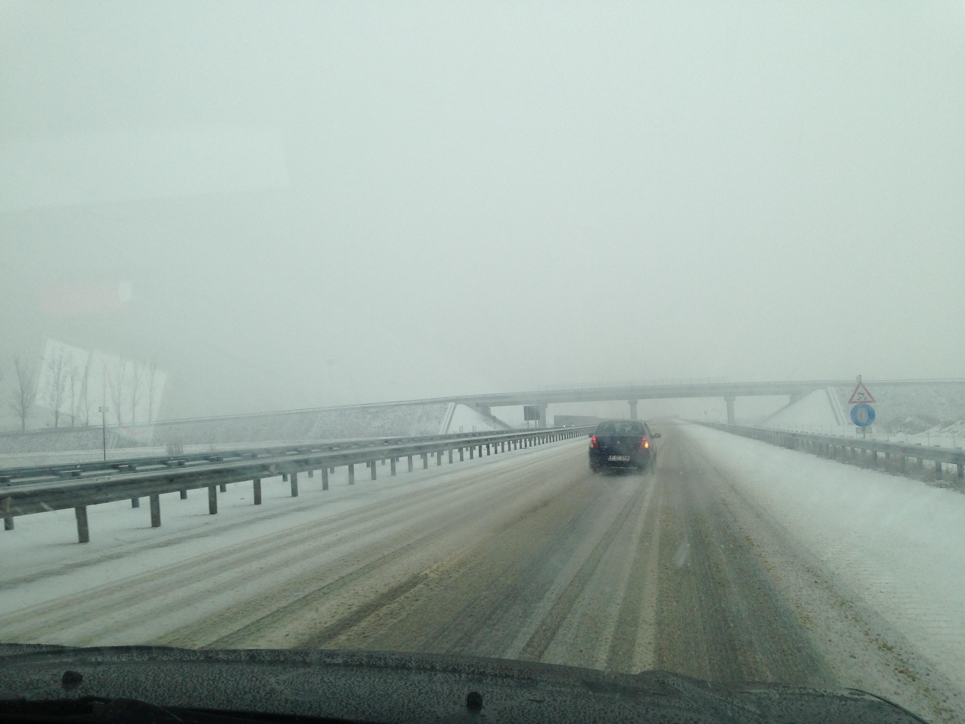Iar ne-a prins iarna nepregătiţi! Vezi imagini incredibile situaţia traficului pe cea mai noua autostrada din Romania!