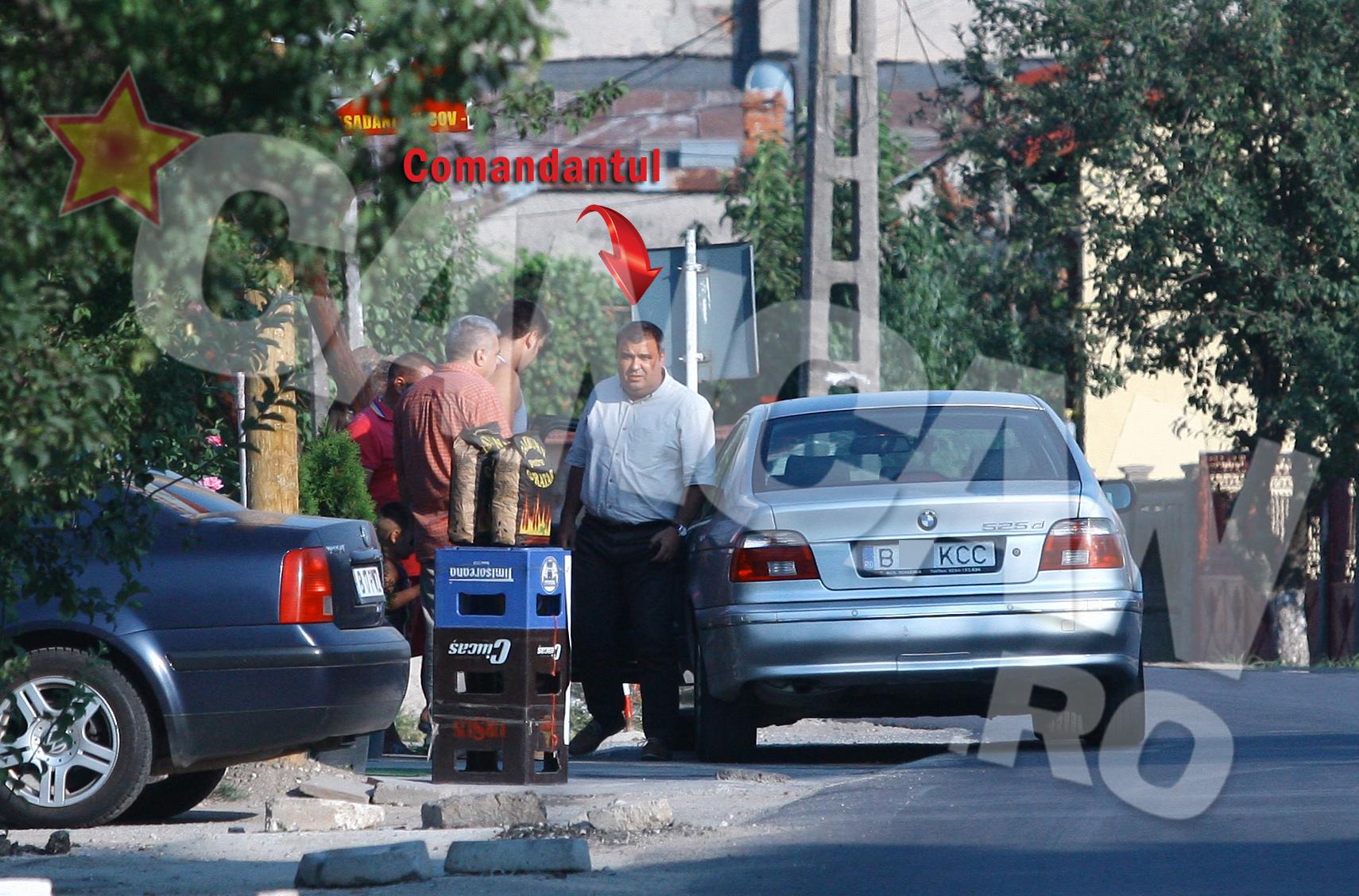 Cand se intoarce la la puscaria Jilava, in drum spre casa, comandantul se opreste sa-si vada amicii care beau la o carciuma, in comuna Magurele