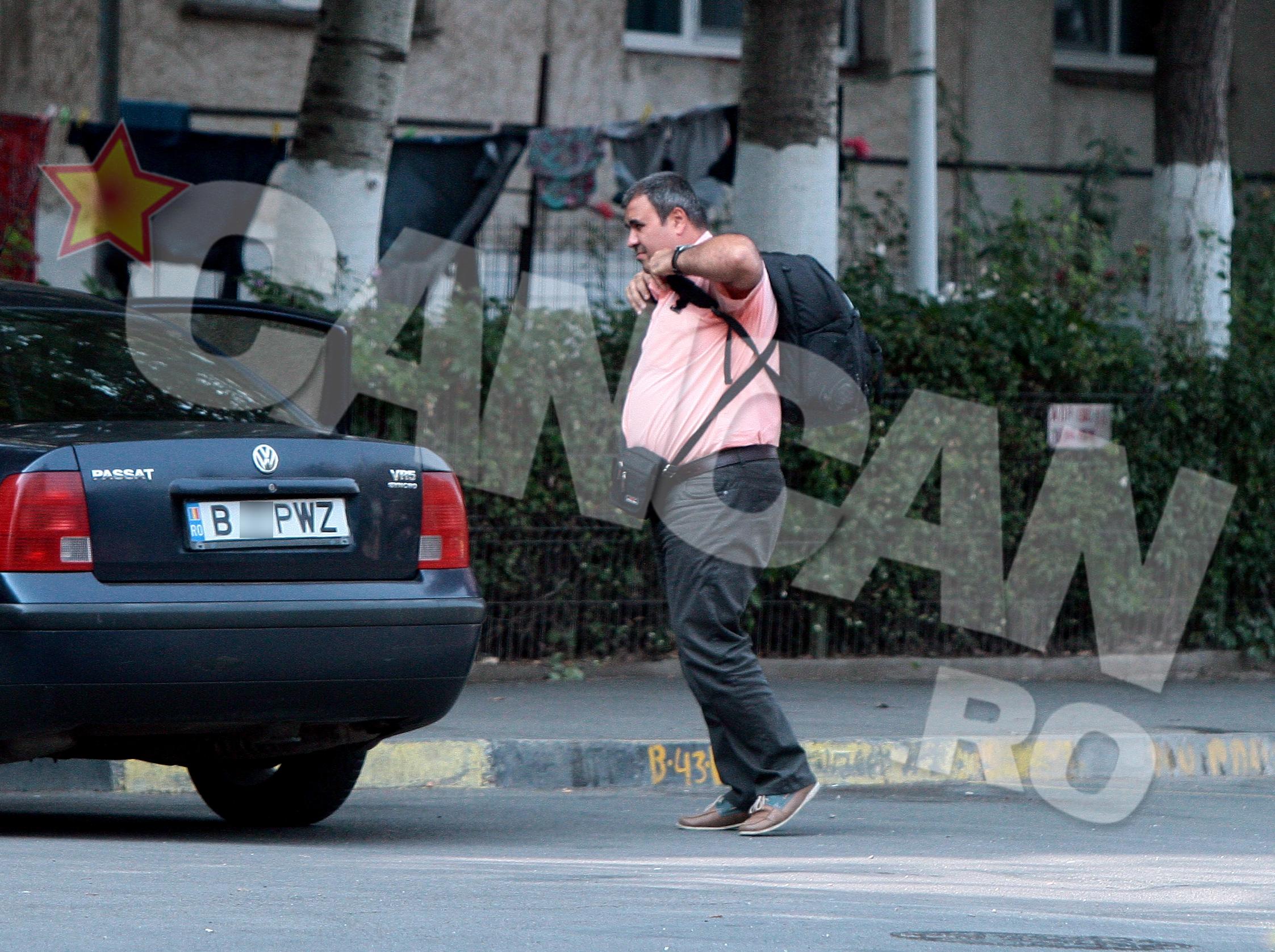 Desi e considerat un dur, directorul de la Jilava nu se da inapoi de la a purta camasi de culoare...roz