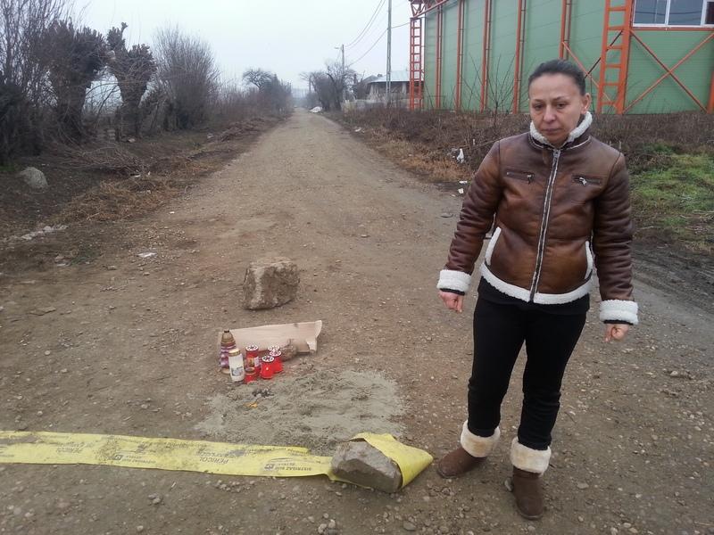 Simona, una din fiicele lui Nea Nicu, ne-a spus ca barbatul avea picioarele si o mana rupta, capul spart si trei coaste rupte