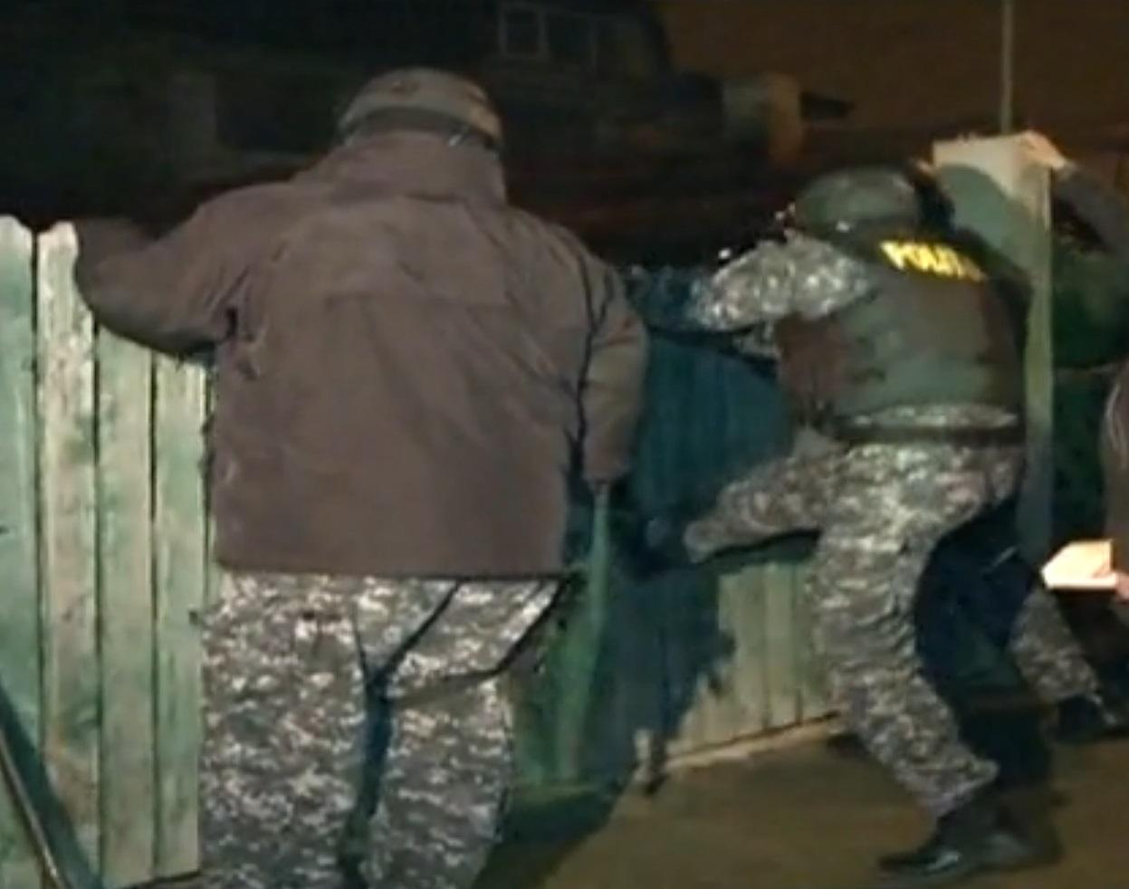 Politia a dat buzna peste traficanti la primele ore