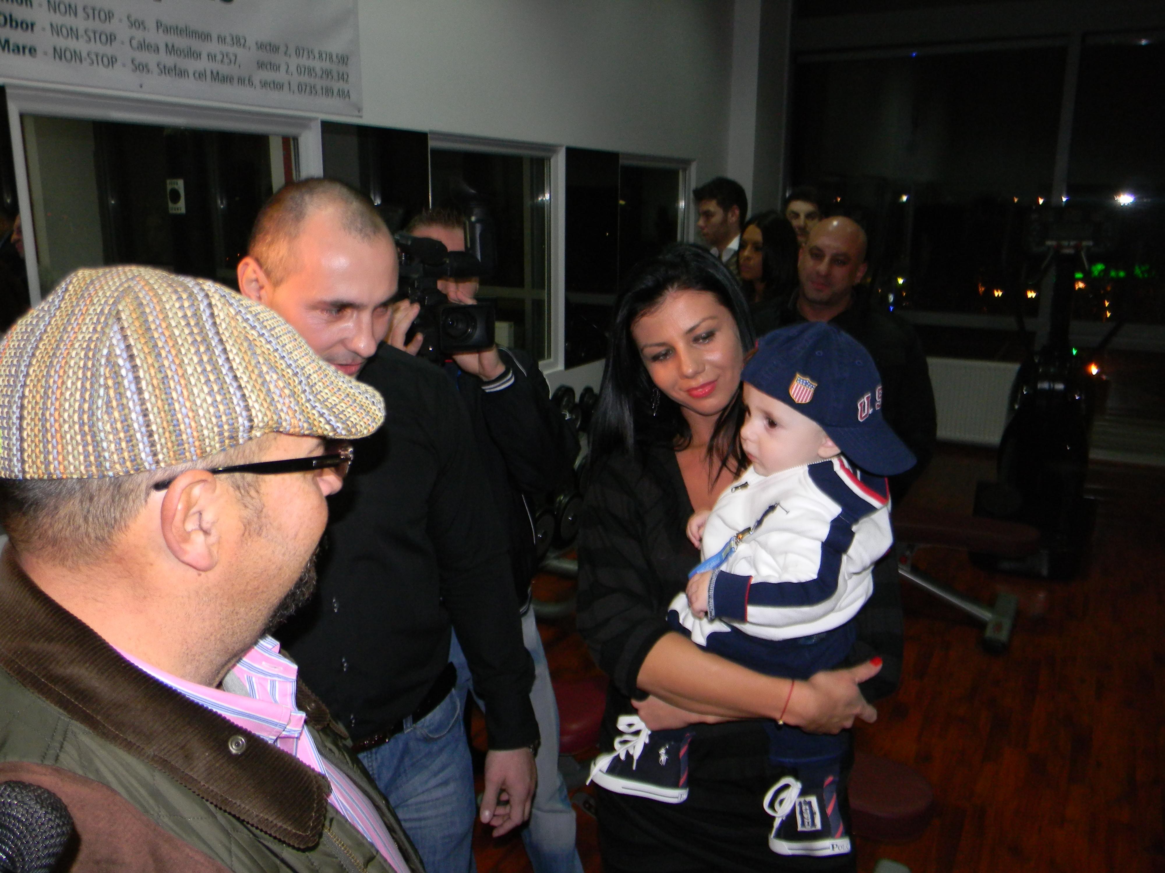 Ciprian impreuna cu sotia sa Ana si fiul lor