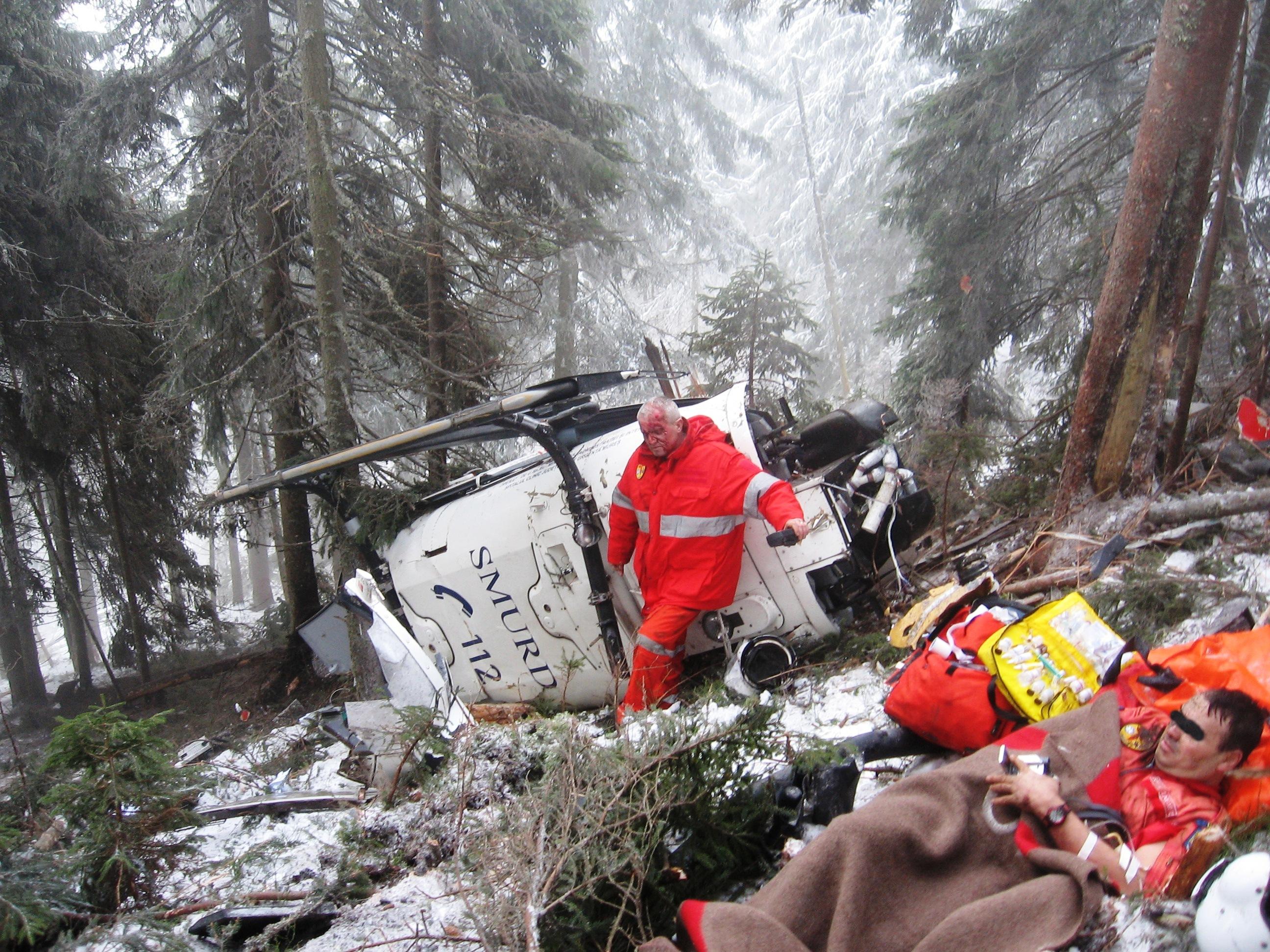 Aeronava s-a prabusit in Pasul Tihuta, iar salvatorii au ajuns ca is in cazul tragediei din Muntii Apuseni dupa cateva ore