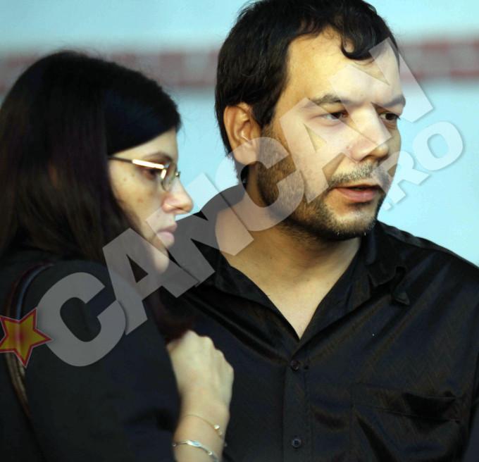 Valentin Anghel sustine ca si sotia sa, Felicia, a fost atacata de maidanezi