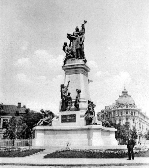 Opera de arta a fost distrusa in 1948, el fiin dtopit la fostele uzine Republica