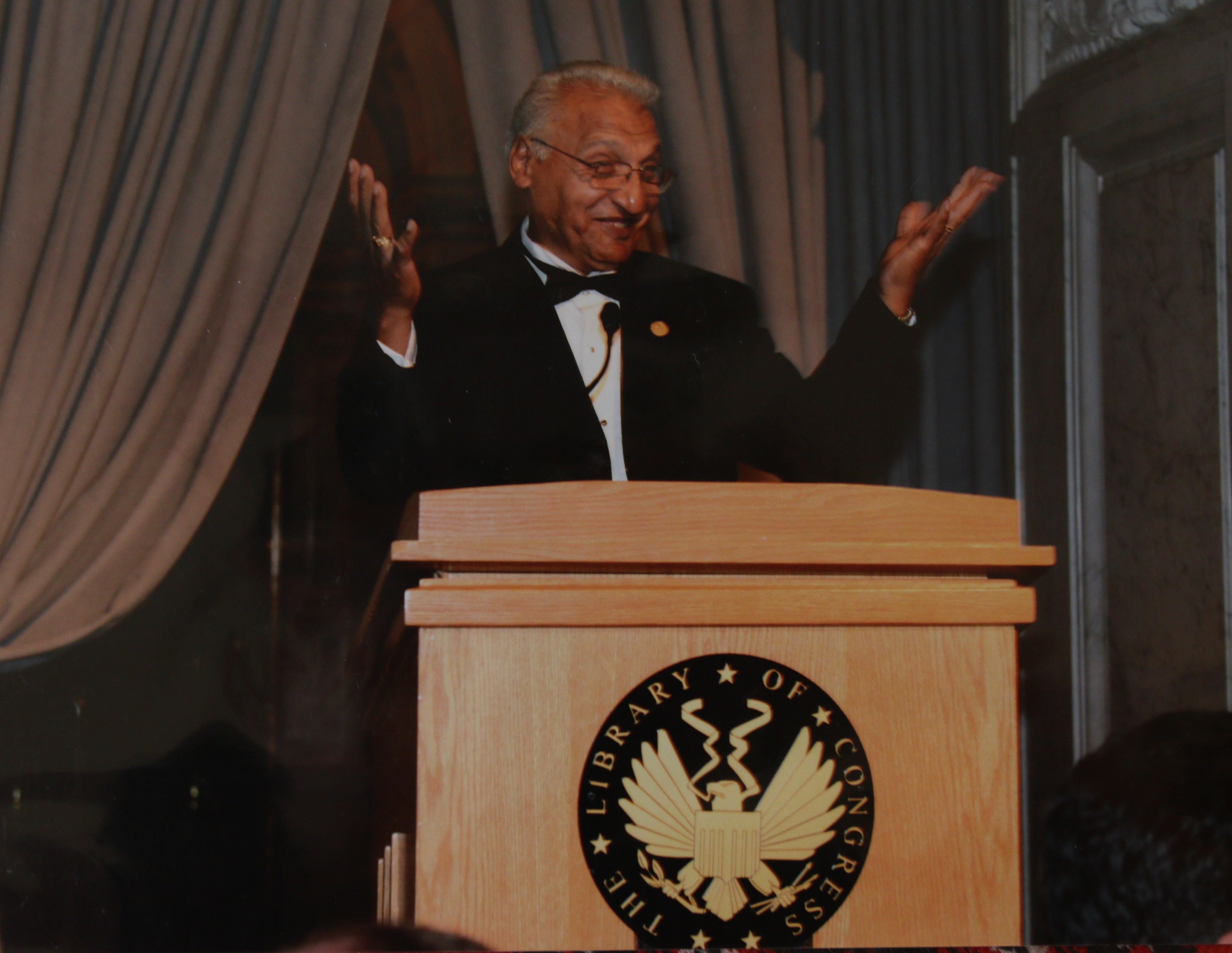 Artistul roman a sustinut un recital la Libraria Congresului, la care a participat si Joe Biden